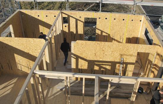 Holzhäuser, Anbauten